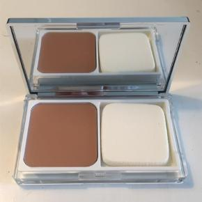 Varetype: Foundation Størrelse: - Farve: Lys Brun  Clinique Even Better Compact Makeup SPF 15 i farven 6 Ivory.  Aldrig brugt.