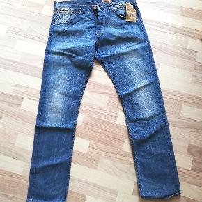 Helt nye flotte jeans fra Wrangler, model Ben. Størrelsen W 36 L 34