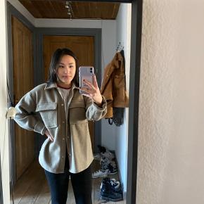 Gina Tricot jakke