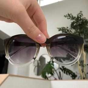 Lækre solbriller  Super stand Etui medfølger