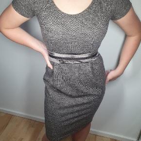 Skøn kjole 👗 fra Max Mara i lækker kvalitet.  OBS lille i str. Passer en normal small.