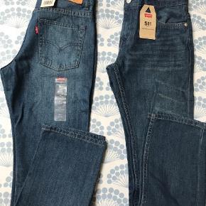Varetype: Jeans Størrelse: 14år Farve: Blå  To par drenge-jeans. Str. 27/27. Livvidde: 2*35 cm. Aldrig brugt. Med mærker. Købt i forkert str. i USA, sælges derfor. 200 kr. pr. stk.