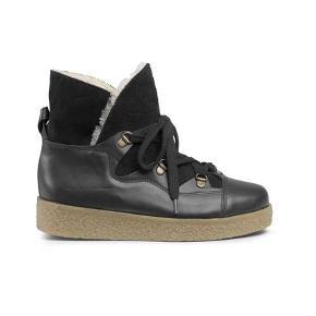 Super fede og populære Ganni Masha Texas Boots i str. 36. Kan bruges både som vinterstøvler (de er ok varme) eller til en fed nederdel til foråret.   Har været brugt enkelte gange og fremstår rigtig fint.