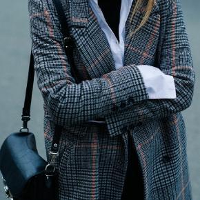Klassisk lang frakke som ny