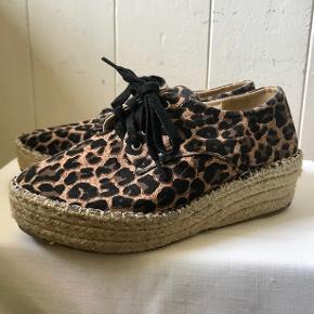 Beskrivelse Super lækre leopard sko