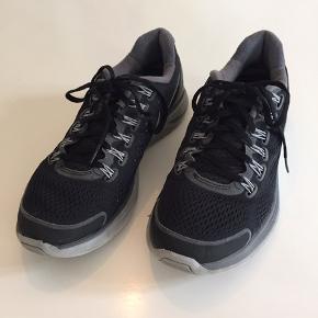 Nike sko, model Lunarglide, i str, 42,5.   Nypris 1099,-