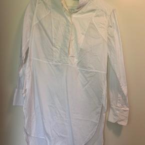 Sælger min skjorte fr smelte Birger, da jeg ikke burger den.   Stylenavn: Ritah  Nypris: 1600,-    Skriv for spørgsmål