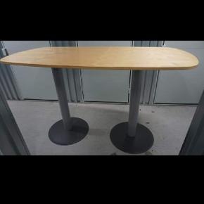 Konferencebord fra Kinnarps med søjler