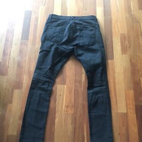 Str 32/32 jeans fra mærket Sons of heroes, har valg levis da det andet ikke kunne vælges, nærmest som nye Giv et bud