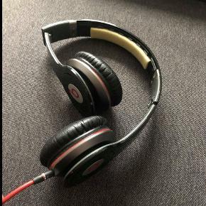 Høretelefoner fra Beats by Dre Solo  Kan mødes og handle på Østerbro og i Storkøbenhavn  Se også mine andre annoncer