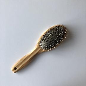 Zenz hårbørste. Prøvet en gang. Afhentes i Århus/Brabrand eller sendes for 37 kr med dao