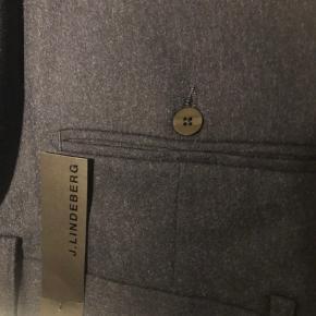 Helt nye suitpants fra j.lindeberg i navy. Modellen hedder Pauli stretch flannel. Aldrig bugt og stadig med prismærke.