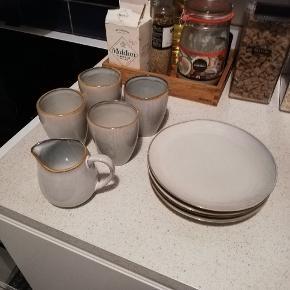 Sælger dette sæt af fire. 4 tallerkener, 4 kopper og 1 fin mælkekande fra broste Copenhagen. Kom gerne med et bud 😊