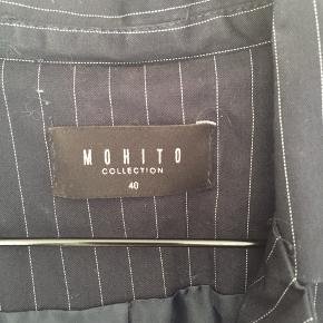 Mohito Flot jakke. Er str 40, men passer en str. 36 Kun brugt en gang