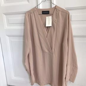 Købt oversize så den kunne bruges som kjole til en str 36.