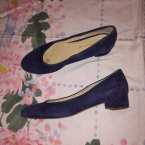 Håndlavede italienske læder-hæle! Så smukke, men lige lidt for små til mig:( derfor næsten aldrig brugt