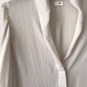 Virkelig flot cremet hvid skjorte i blød lækker kvalitet. Aldrig brugt ☺️