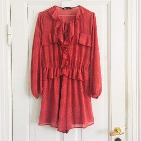 Zara playsuit i str M  100% polyester