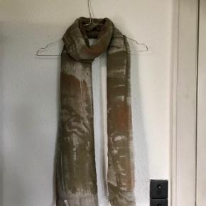 Varetype: Tørklæde m Cashmere ... Farve: Grå,    Koksgrå,    Beige,    Bronze,    Råhvid  Lækkert tørklæde fra Faliero Sarti - ultra blødt, Micromodal og Cashmere