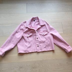 H&M lyserød denimjakkeStr. 42