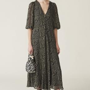 Fineste kjole fra Ganni.  Nypris 1499 kr.