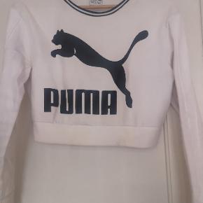 Puma trøje købt i London for 3 år siden. Trøjen er en croptop i str. 34/xs dvs maven er lidt synlig, sælger for 200, -