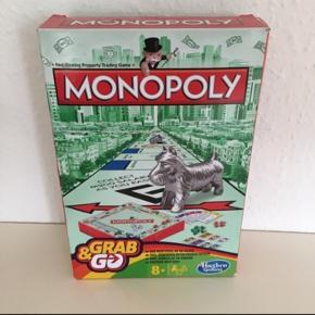 Monopoly.   Ligesom Matador, her i en rejseudgave Det er kun fylder cirka en tredjedel af det klassiske matadorspil  Yderst fin stand, sender gerne