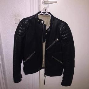 ACNE OLIVER Leather Jacket  NP: 8995 STR: 46 (Small) Condition 8/10, brugt få gange  MP: 5000