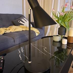 Sort bordlampe, fin stand.  Skal afhentes i Aarhus C.