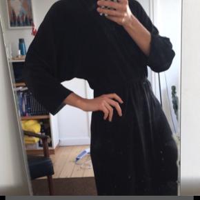 Kjole med bar ryg - aldrig brugt
