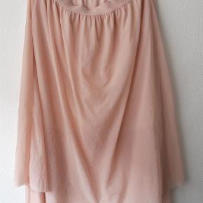 Varetype: Skøn maxi tylnederdel Farve: Rosa Oprindelig købspris: 299 kr.  95% polyester 5% elastan