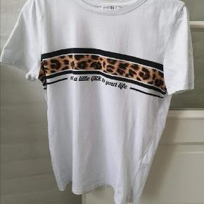 Fejler intet!  - Cool T-shirt fra PIECES🐆