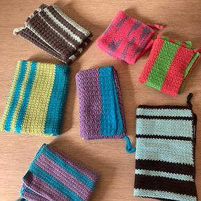 Hæklede håndklæder i forskellig str, farve og mønster. Sælges samlet for 100,- Afh 9460 Brovst eller sendes
