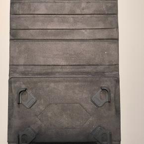 """Sandstrøm universal 10"""" tabletttui, sort. Nypris 249 dkk. Fri levering i København."""