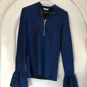 Helt ny glimmer-bluse fra Envii.