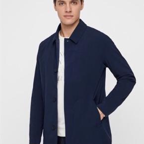 Lækker jakke perfekt til et vådt efterår  Vind og vandtæt Nypris 2200kr