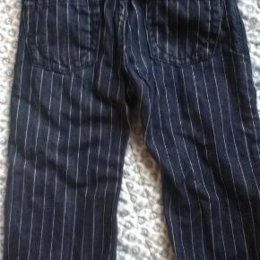 Varetype: Jeans bukser cowboybukser Farve: Denim Prisen angivet er inklusiv forsendelse.  Så super fine. Seje jeans fra Gant. Striber. Mørk denim.