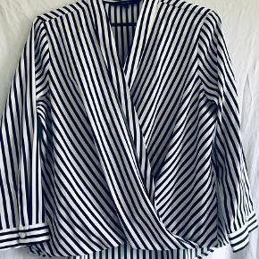 Stribet bluse fra Vero Moda, aldrig brugt  Fra røg- og dyrefrit hjem 🌸