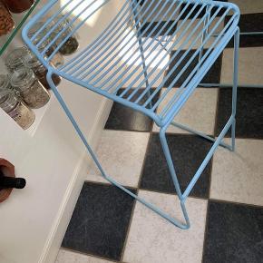 2 stk hay barstole  1 stk 500kr 2 stk 800kr