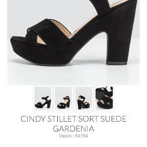 Smukke stiletter fra Gardenia, model Cindy. Brugt få gange, men jeg er ikke så meget til stiletter, derfor sælges de. De er rigtig gode at gå i, af stiletter at være, på grund af plateauet under forfoden og den brede hæl.  Ny pris 1300, mp 250 😊