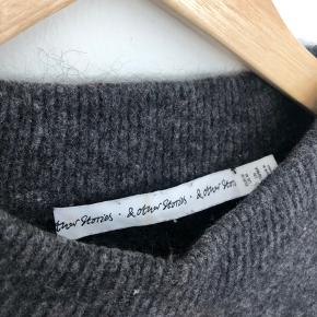 Loose fit dark grey jumper in Mohair. The yarn has thinned around the armpits (picture 3) but it's not visible when it's worn. Still in good condition.
