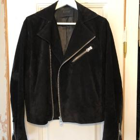 Beautiful Acne Gibson black jacket. Great condition.  Size 46/S.  Happy to send more pictures if need. Can be tried on at Vesterbro.
