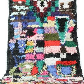 Håndlavet Boucherouite tæppe. Aldrig brugt. Måler 225x110 cm.