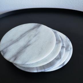 Marmor bordskåner - super fine bordskåner i flot solid marmor.  29 kr stk 129 kr for alle 6 stk
