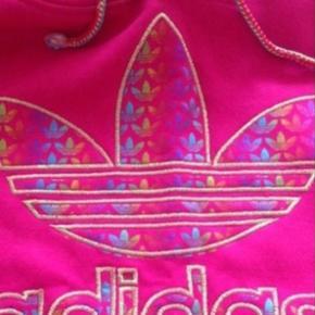 Adidas trøjer  Brugt en gang.Næsten som ny.