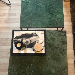 Temahome Gleam Sidebord - Grøn marmor, sort stel 50 cm og 60 cm  60 cm produceres ikke mere.  Der ses lidt brugsspor på den lille men intet man lægger mærke til. Det er bare mig der er omhyggelig :-)  De sælges samlet og køber afhenter.  https://unoliving.com/gleam-sidebord-gron-50-cm?gclid=EAIaIQobChMIro6h8uKd7AIVDdOyCh3V9gHBEAQYASABEgKZHfD_BwE