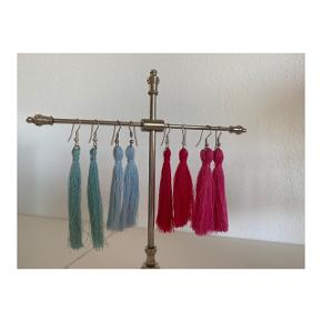 Hjemmelavede tasseløreringe i forskellige farver.  Prisen er 30kr pr. par og 2 par til 50kr