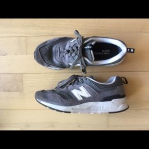 Nye New balance CW997 sneakers. Brugt en enkelt gang, men desværre forkert størrelse.   Ved spørgsmål eller flere billeder skriv endelig. (:
