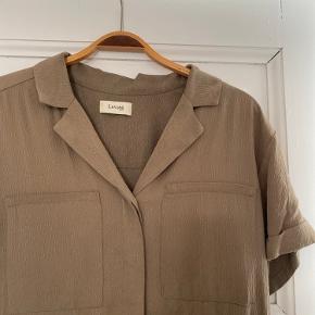 Lang kjole fra Levaté i str M - kan også passes af en Small.   Kan afhentes i Kbh N eller sendes. Næsten som ny :-)