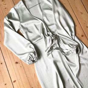 "Rigtig fin isblå ""Enosaka"" kjole fra Envii! Skriv for billeder med den på."